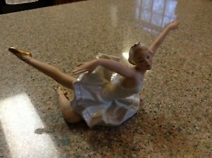 New Vintage Wallendorf Posing Ballerina Figurine 1694 02 Germany