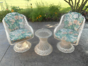 Vintage Pair Russell Woodard Spun Fiberglass Swivel Rocking Patio Chairs Table
