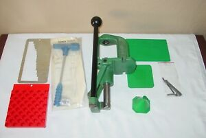 RCBS ROCK CHUCKER II 2  RELOADING PRESS WITH PRIMING ARM AND EXTRAS