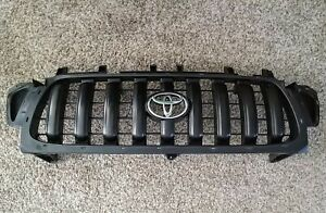 2001 2004 Toyota Tacoma Front Vertical Bar Grille Grill W Emblem Oem