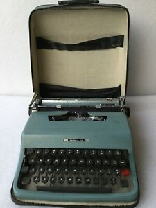Olivetti lettera 32 Manual Portable Typewriter W case Great