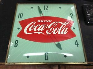 EXCELLENT ORIGINAL  1950'S FISHTAIL COCA COLA ELECTRIC PAM CLOCK KEEPING TIME