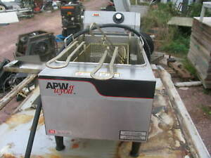Apw Wyott Ef 15n Electric 15lb Countertop Deep Fryer Full Pot