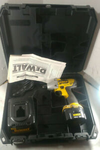 1 Used Dewalt Dw052 1 4 Impact Driver W Charger 12v Battery Case