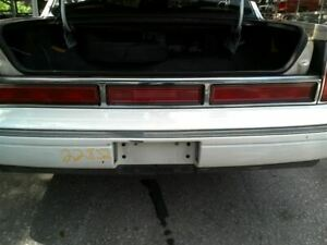 Tail Light Center Assembly 2 Lights Fits 97 Lincoln Town Car 614589