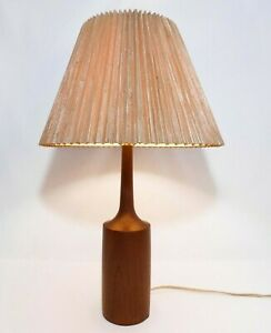Mid 20th C Vint Danish Mod Lathe Turned Slender Teak Sculpted Table Lamp W Harp