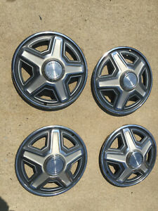 1969 Ford Mustang Hubcaps Oem Set Of 4 Used 14 Inch