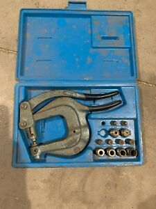 Roper Whitney Xx Hand Punch Kit Includes Plastic Case And Punches And Dies