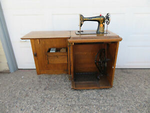 Red Eye Singer 66 Sewing Machine 1917 In Console Cabinet 24 X 18 X 31