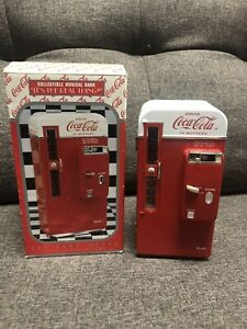 COLLECTIBLE COCA COLA VENDING MACHINE MUSICAL BANK BY ENESCO  MINT CONDITION WIT