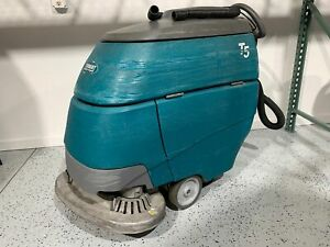 Tennant T5 28 Disk Scrubber 1854 Hours Built In Charger