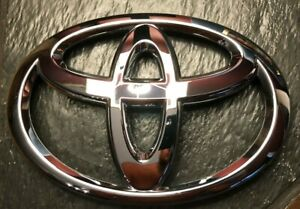 2011 2015 Toyota Tacoma 90975 A2001 Oem Chrome Front Grille Emblem New