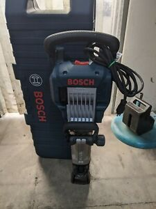 Bosch 11335k vibration control 120v jack hammer With wheeled carrying case
