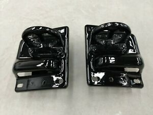03 18 Ram Pickup Truck W tow Hook Front Bumper Retainer Brace Bracket Set Pair