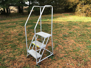 Ballymore 3 step Aluminum Rolling Ladder Top Step 28 Overall 59 tall