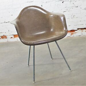 Herman Miller Eames Molded Fiberglass Dax Shell Arm Chair H Base In Seal Brown