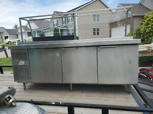Randell 86 Refrigerated Pizza Prep Table W Top And Bottom Refrigerated Well