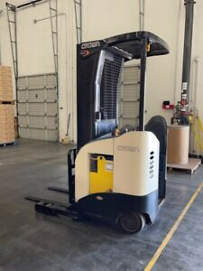 Crown Model Rr5210 40 Stand Up Narrow Aisle Electric Forklift