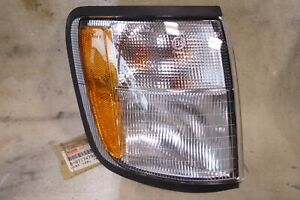 Oem Isuzu Trooper 1998 2002 Passenger Right Front Turn Signal Light Lens Assembl