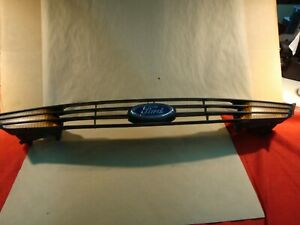 Oem 2000 2004 Ford Focus Front Upper Grille Assembly W Turn Signal Lamps Logo