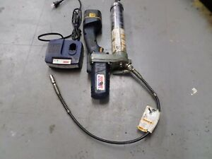 Lincoln 12 Volt Cordless Grease Gun With Charger And Battery