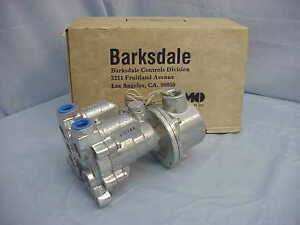 New Imo Barksdale 12453 dc Directional Control Air Valve 15 150psi 3 8 npt 28vdc