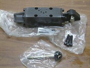 Parker 4 Way Solenoid Valve 75193 31p New