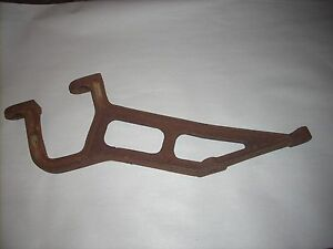 D1003r Fender To Case Bracket John Deere Early Unstyled D Tractor