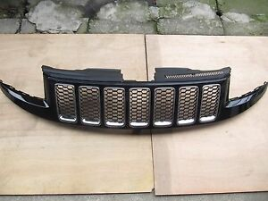 Jeep Grand Cherokee 2014 16 Srt Type Grille Assembly Gloss Black Chrome Ring