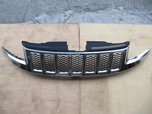 Jeep Grand Cherokee Wk14 2014 Chrome Grille Assy Black Honeycomb Insert