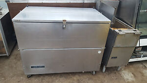 Milk Cooler Refrigerator By Beverage air On Casters 115v 49 wide Catering