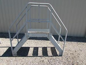 Industrial Crossover Stairs Conveyor Steps 1