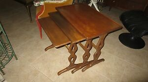 Mid Century Henredon Fine Furniture Set Of 3 Nesting Tables In Walnut Mahogany