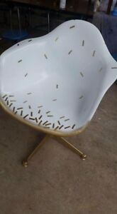 Vintage Eames Herman Miller Fiberglass Arm Shell Chair White