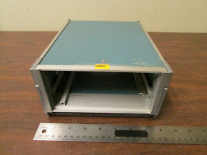 Tektronix Mini mainframe 437 0091 00 Holds One Plugin With Folding Handle