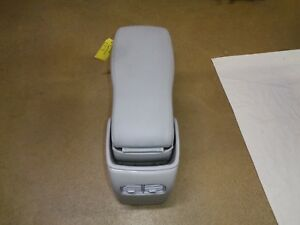 2006 11 Cadillac Dts Front Elbow Arm Rest W Seat Center Cushion Grey