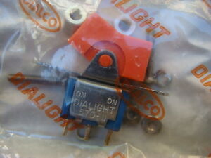 Lot Of 25 Dialight dialco Orange Spdt Rocker Switches New Individually Sealed