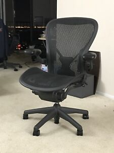 Herman Miller Aeron Chair Size C Fully Adjustable In Excellent Condition