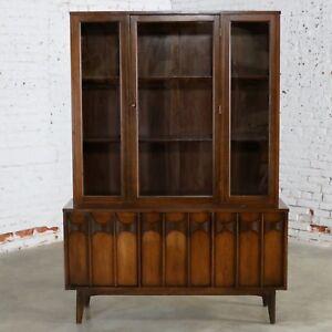 Kent Coffey Perspecta China Display Cabinet Mid Century Modern