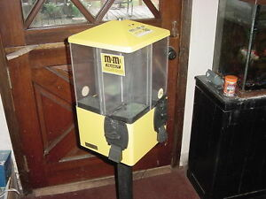U turn Vending Machine Yellow Four 4 Cannisters