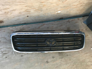 1998 99 2000 2001 2002 Toyota Land Cruiser Front Grille 53101 60200 53111 60350