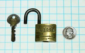 Vtg Antique Art Deco Script Brass Case Warded Reese Lock Co Padlock And 804 Key