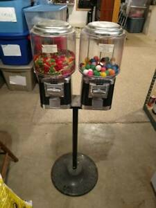 Local Pickup Only Vending Dual Candy Dispenser Machine Quarter With Keys