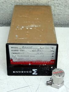 Endevco Model 2213e Piezoelectric Accelerometer W Original Case