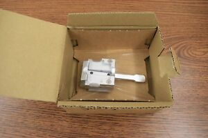 Leica 14050845528 Universal Cassette Clamp With Adapter For Sm2010r Microtome
