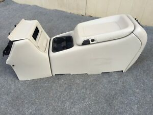00 01 02 Suburban tahoe yukon avalanche Center Console Complete With Front