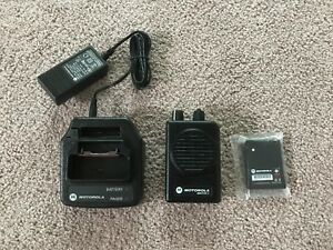 Motorola Minitor V Pager Uhf 453 461 9975 Mhz 2 Channel Stored Voice W charger