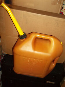 Blitz 5 Gallon Vented Gas Can Spout Plastic Fuel Container Pre ban Old Style