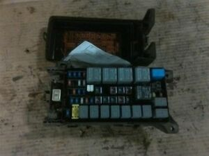 2004 Kia Sorento Engine Compartment Fusebox 134728