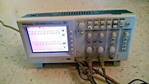 Tektronix Tds1002b Portable Digital Oscilloscope 60mhz Bandwidth 1gs s Sample